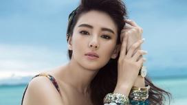 满是珠宝首饰的Yuqi Zhang张雨绮电脑桌面壁纸下载