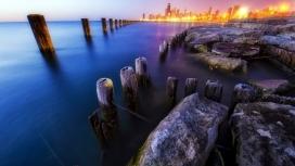 芝加哥伊利诺伊州的海滨木桩围栏