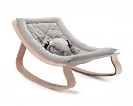 Charlie Crane推出的LEVO现代婴儿摇床家具-简约的北欧设计,宝宝可以独坐,它具有柔软轻松的棉制品,100%天然有机材料组成,非常适合婴儿的皮肤