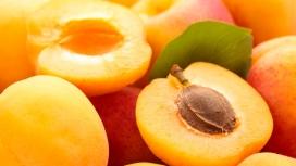 切开的杏子果片