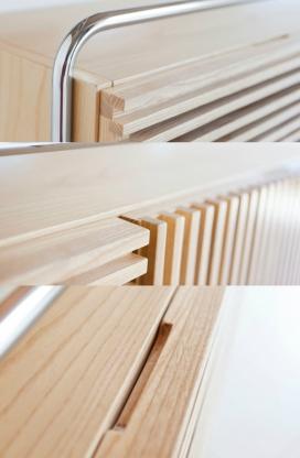 现代主义的交替板条餐具柜设计-采用金属腿包裹和木质框架