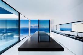 希腊T House住宅-位于希腊中西部海岸线附近,可俯瞰凯法利尼亚岛(或凯法罗尼亚)邻近岛屿。