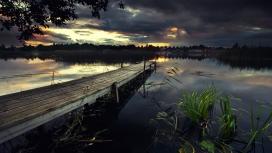 暴风雨下的黑湖草码头