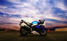 高清晰铃木GSX R750摩托车壁纸
