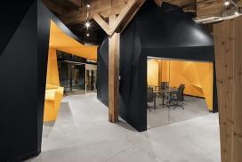 蒙特利尔时尚巨大的古老纺织工厂-有930平方米,两个级别的俱乐部/车间/办公室,打破了大量的开放空间