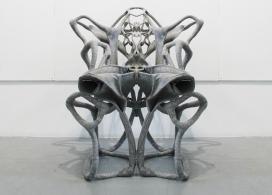 巴特利特学生创造的树脂混合物自立椅子