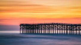高清晰夕阳铁架码头壁纸