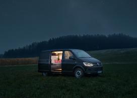 """露营车睡觉是否体验过?Nils Holger Moormann设计了""""不起眼""""的大众巴士商务旅行房车内饰,反映了最小的材料和热爱的设计"""
