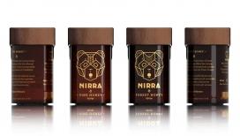 NIRRA-熊爱蜜-纯几何设计,灵感来自蜂窝状的六边形形式和材料结晶特性启发,琥珀瓶黄铜线脱颖而出