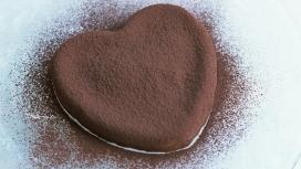 高清晰诱人巧克力蛋糕桌面壁纸下载