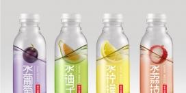 农夫山泉果味适量调味水包装设计-看瓶子都可以让人激发渴望提神解渴的水。设计师通过创建一个浮动水果的错觉,梦幻般的色彩.一个非常简单的方式展现了水的水果风味。有四种口味(水果,葡萄,柚子,荔枝)。