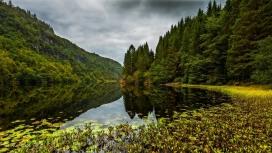 漂亮的挪威山谷湖