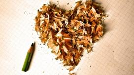 用铅笔屑组成的爱心