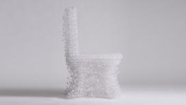 3D打印的错综复杂塑料椅子-这个过程花了两个月完成,设计师每天花费大约八个小时来做重复的动作来建立形状
