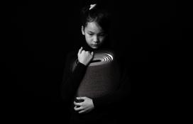 为患有听觉障碍的人设计的Ampathy振动扬声器,方便他们之间沟通