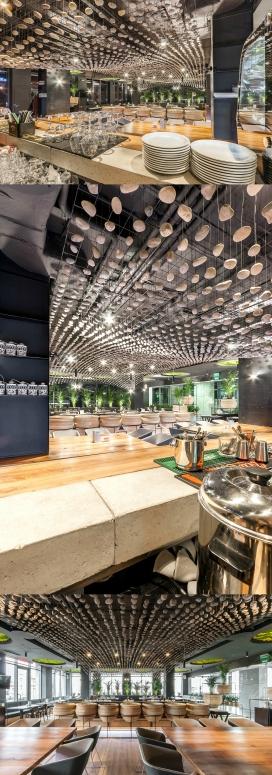 Grill & Bar Terrace-烧烤酒吧露台室内空间设计-设计师采用长相类似鹅卵石又像土豆的物体莱装饰吊灯,非常有创意