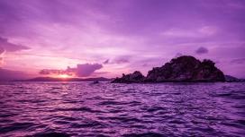 高清晰美丽紫色的鹈鹕岛日落壁纸