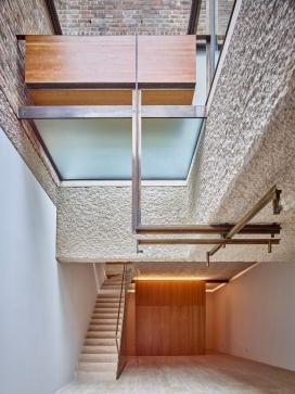 伦敦天井螺旋式楼梯房屋设计