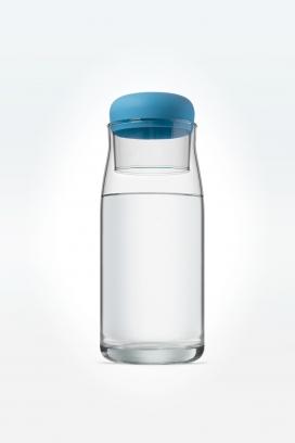 灵感来自小壶和杯子的生态玻璃杯-有一个硅胶套,可以作为一个接触塞与隔热保护,提供一个更安全的密封保