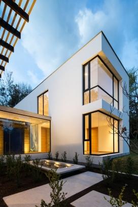 420米的双层倾斜住宅建筑