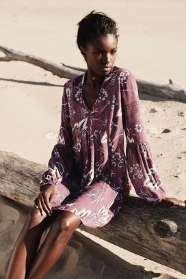 美诱的Leomie Anderson-蕾丝礼服,豪华针织品和宽腿长裤-潮流风格,亮点是色块混合针织上衣和拉链细节裤子