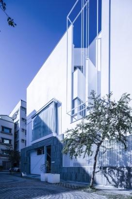 街景蓝白光影画布-舞者之家
