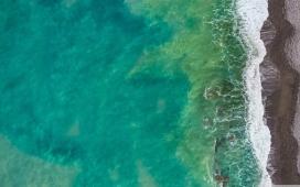 高清晰海岛浪花壁纸
