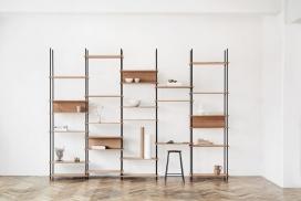 由木楔组成的灵活搁置系统-哥本哈根工作室Moebe设计,可以在没有工具的情况下进行组装,并使用木制的楔子将其搁板固定到位