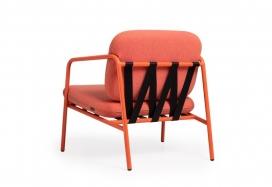 Dezeen与英国家具公司Deadgood合作,让读者有机会赢得David Irwin设计的橙色休闲椅