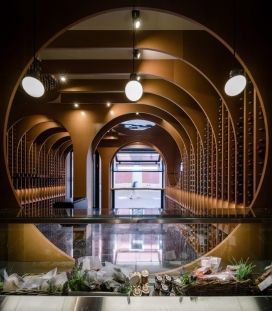Zooco Estudio在西班牙创建了洞穴式葡萄酒商店