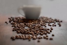 高清晰咖啡豆与咖啡杯壁纸