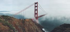 高清晰雾气中的金门大桥壁纸