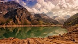 高清晰山湖壁纸