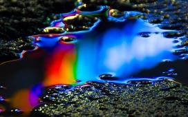 高清晰五彩艺术油状水滴壁纸