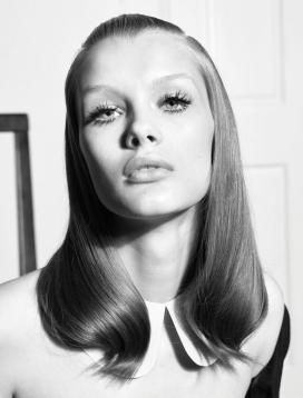 60年代魅力灵感为主角的时装秀-量身定制的外套和时尚的连衣裙