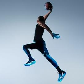 采用自拉式技术的Nike Adapt BB智能篮球运动鞋