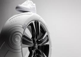 """雷克萨斯""""UX鞋底""""轮胎"""