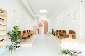 圣地亚哥一家以自我护理为中心的美甲沙龙