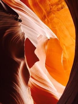高清晰山崖戈壁洞穴壁纸