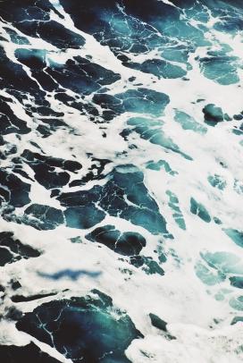 高清晰蓝白海浪手机端壁纸