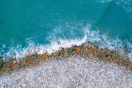 高清晰鹅卵石石块海滩壁纸