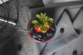 高清晰红色草莓蓝莓壁纸