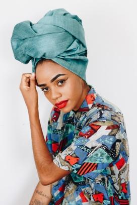 围蓝色头巾的墨西哥女郎