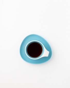干净的蓝底茶杯