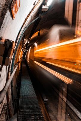 飞驰的地铁隧道夜景