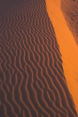 高清晰波浪沙漠山