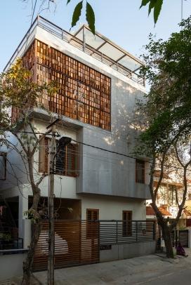 """印度立面格栅如同""""算盘""""木板的独立住宅"""