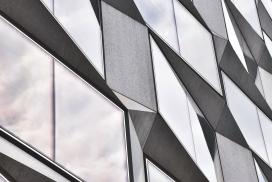 平行四边形窗的建筑外墙