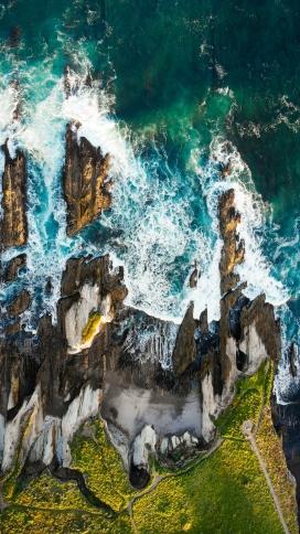 高空俯拍的海浪线