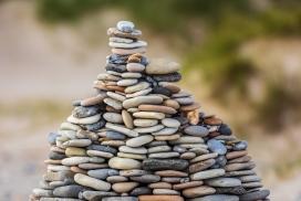堆积起来的鹅卵石